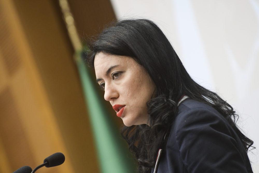 Scuole chiuse a oltranza, ministro Azzolina: impossibile dare una data